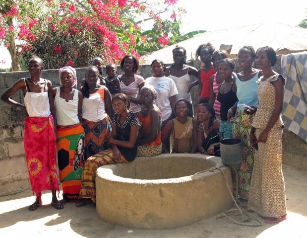 senegal. schülerinnen in autonomer wohngemeinschaft